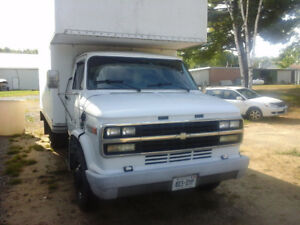 REDUCED! MUST SELL. CHEV BOX TRUCK