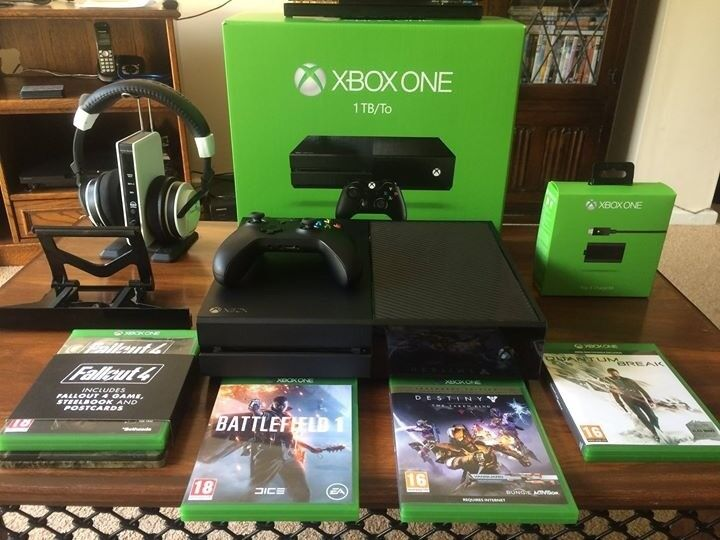 Xbox One 1TB + Extras