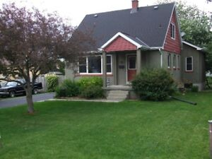 Well-maintained Reddendale home on 1100 square foot lot