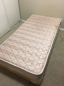 Single bed and boxspring