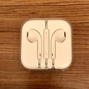 Apple Earphones + Apple Lightning Cable