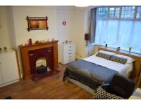 Large Double Room in Tooting. Available 30/8. Lovely House share.