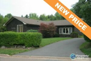 NEW PRICE! Private, spacious 3 bed/1.5 rancher !