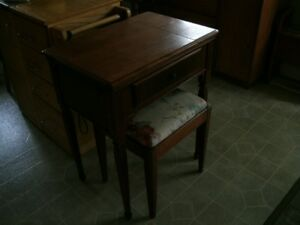 Working Singer Sewing Machine with Cabinet & Bench
