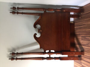 Antique twin 4 post bed