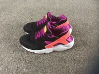 Nike Huarache's in a size 5 and half (5.5)in excellent condition.