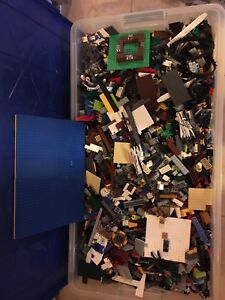 Over 1000 LEGO pieces from various sets