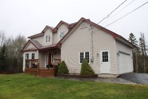 Beautiful home, private large yard in Stillwaterlake