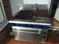 Commercial cooker with hotplate
