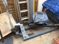 Hydraulic pallet pumptruck