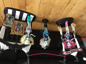 Selling over $600 worth of Monster High Dolls and accessories