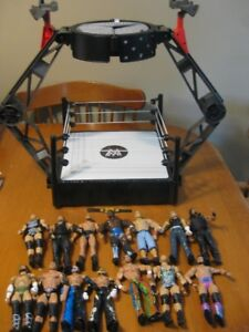 WWE WRESTLING LOT 14 FIGURES AND RING
