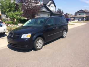 2010 Dodge Grand Caravan Stow & Go Minivan-Low Km-Remote Starter