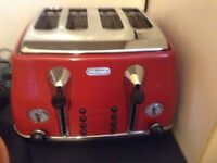 Delonghi 4 slice toaster, Red, Very Good Condition. Very reliable