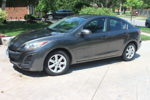 2011 Mazda3 GX Sedan Manual, Excellent Condition with Winter Tir