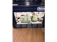 Delonghi vintage toaster and kettle (kitchen appliances)