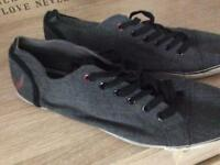 Vio men's canvas shoes size 8