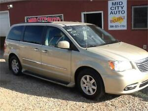 2011 Chrysler Town & Country Touring 155kms $8995 1831 SK AVE