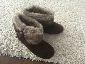 Slippers - EXCELLENT Condition!!!