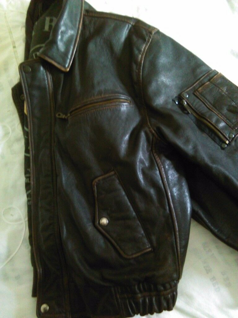 Brown leather jacket mans 42/44in Stourbridge, West MidlandsGumtree - Mans brown leather jacket..strong ...top quality it looks Great on..size 42/44//American ..this was an expensive one new