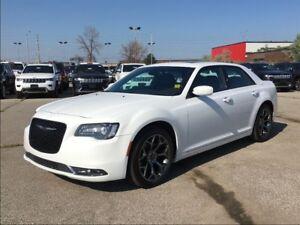 2016 Chrysler 300 S**SUNROOF**LEATHER**NAVIGATION**BLUETOOTH**