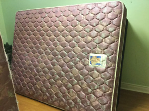 queen sealy mattress and boxspring free delivery(no stains)