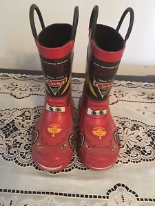 Flash Mc Queen boots size 7/8. AVAILABLE