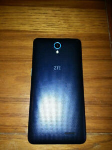 Mint Contdition, slightly used ZTE Z828 phone with BOX