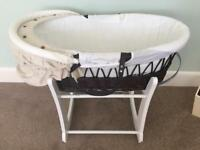 Moses basket, rocking stand and 6 sheets
