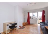 Well Presented One Double Bedroom Maisonette With Balcony on Holdernesse Road, SW17, £1275 Per Month