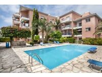 BARGAIN 1 bedroom holiday home apartment / flat in Paphos. Rental with pool. Near the beach.