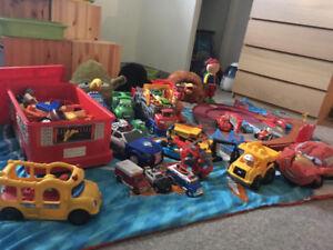 Gros lot de jouets pour garçon