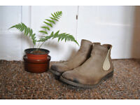 Gorgeous, soft, leather Chelsea boots, very good condition. Size 7/40