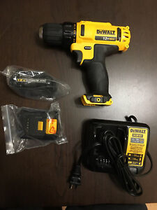 NEVER USED ONCE - 12V MAX CORDLESS CLUTCH DRILL/DRIVER