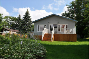Beautiful 2 Bedroom Waterfront Trent River Getaway