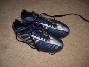 Men's Size 7.5 Adidas Indoor Soccer Shoes