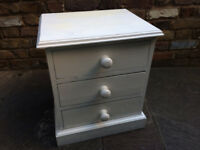 White bedside table with three drawers in solid wood