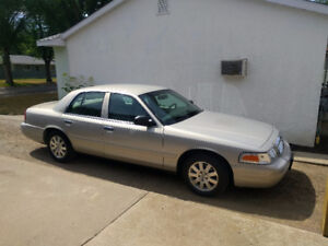 2007  Crown Victoria LX.... Mint!!!!    105,000 kms
