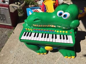 Little tykes Alligator piano and music centre