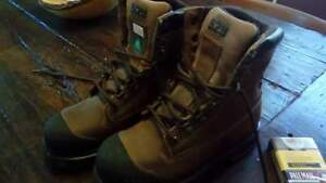 Women's work boots size 6, Spyder grip,anti picture and steeltoe