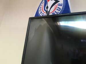 43 inch HD Toshiba cracked tv for sale