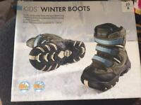 Kids winter boots size 6 brand new in box