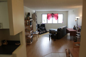 Fantastic Two-Bedroom in Quinpool Towers - Endless Amenities!