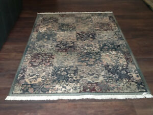 Area rug - 6 feet long X 4 feet wide