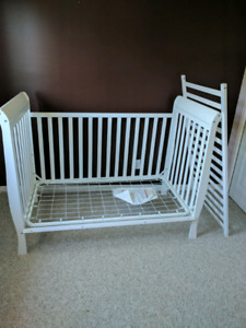 White crib/ toddler bed good condition