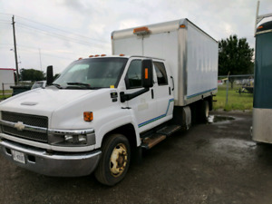 2005 Chevy C5500 Crew Cab Box Truck with Rig Master Generator
