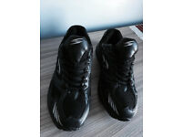 Brand new men's black trainers, uk size 7, quick sale at only £10, no time wasters please