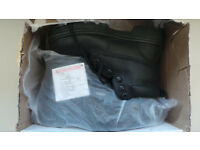 TOESAVERS SAFETY BOOTS - SIZE 6 *NEW*