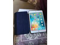 iPad mini 4 16gb wifi (includes Apple Smart Cover navy)