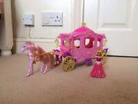 Disney Princess Royal Carriage & princess set (Nearly NEW)